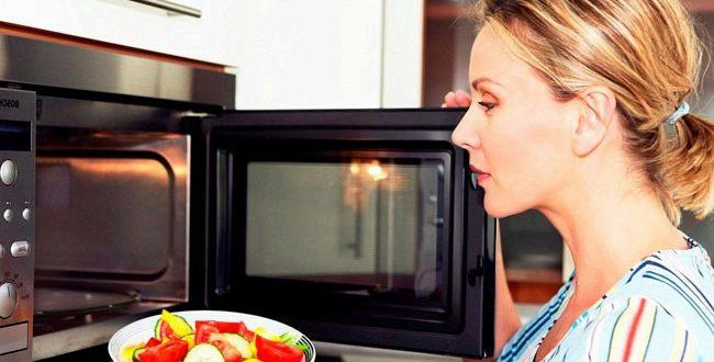 Можно ли подогревать еду в микроволновке