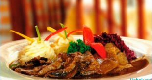 Блюдо из мяса свинины с краснокочанной капустой по-датски
