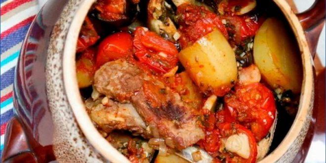 Блюда кавказской кухни: чанахи из баранины в горшочках