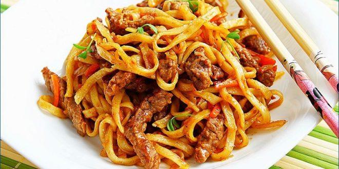 Курица со спагетти и овощами в остром соусе