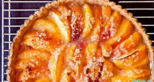 Вкусный пирог со свежими персиками